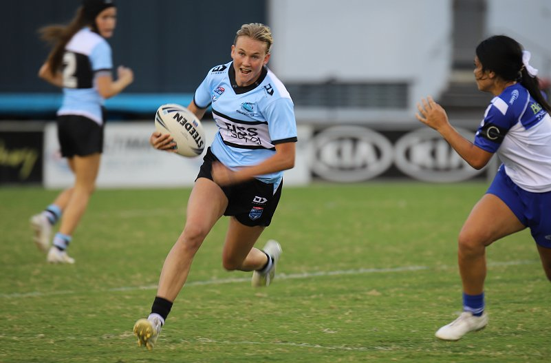 Jaime Chapman running to her 1st try in the Tarsha gale Cup v Bulldogs (Photo : Steve Montgomery)