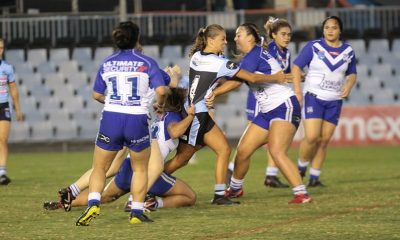 Sharks Ella Barker tries to find a way through the Bulldogs in the rain at Shark Park (Photo : Steve Montgomery)